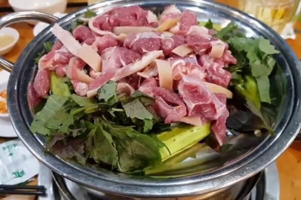 Cách làm thịt dê hấp tía tô ngon cơm gia đình