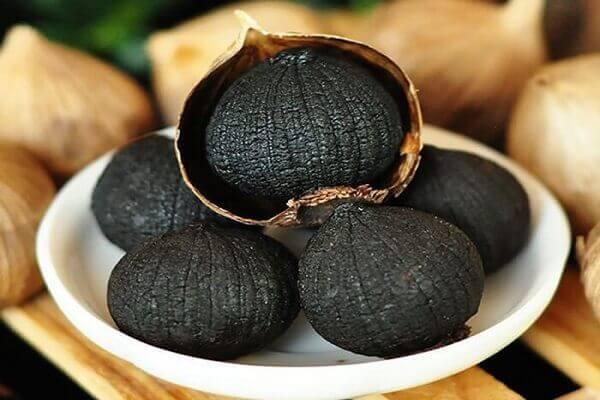 Cách làm tỏi đen tại nhà bằng nồi cơm điện và công dụng của tỏi đen
