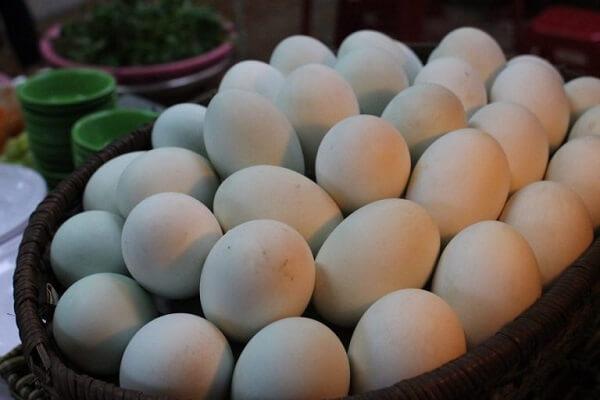 Cách chọn trứng vịt lộn ngon nhất