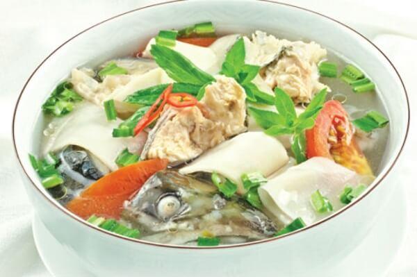 Thay đổi khẩu vị gia đình với tô canh chua cá hồi.