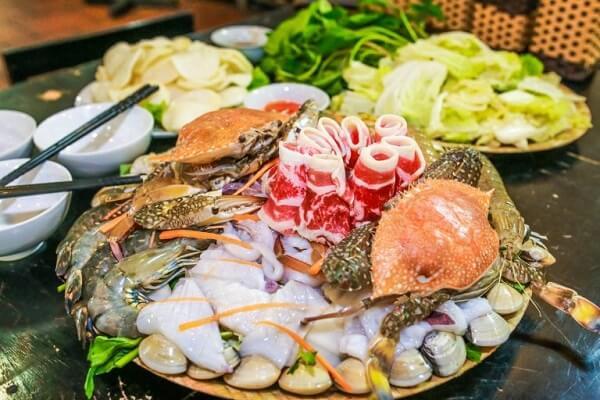 Cách làm lẩu hải sản thập cẩm mực tôm thịt siêu ngon