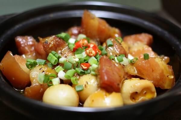 Trứng cút kho thịt (18k)