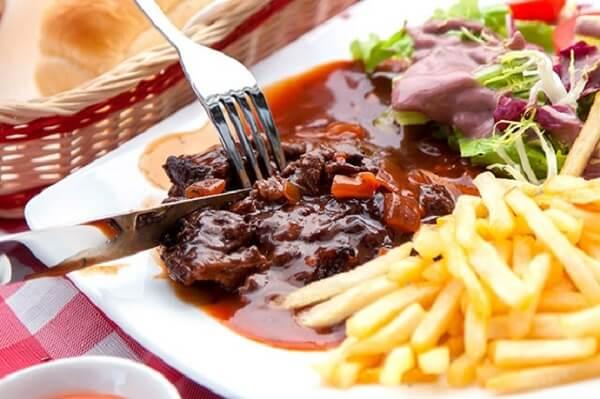 Quán beefsteak mang phong cách Tây với mức giá không quá cao