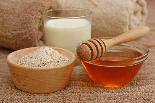 Mặt nạ sữa chua ngừa mụn từ mật ong và yến mạch