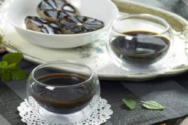 Dùng nước ép tỏi đen