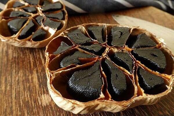 Cách sử dụng tỏi đen để làm đẹp cho phụ nữ