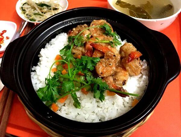 Niêu cơm vừa vặn cho 1 người ăn – một trong những món ăn ngon ở Vũng Tàu (Ảnh: ST)