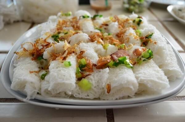 Thưởng thức món ăn ở Vũng Tàu bánh hỏi thơm mùi hành (Ảnh: ST)