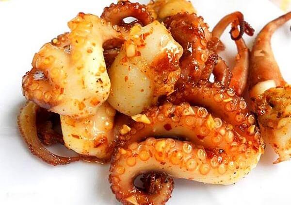 Miếng bạch tuộc chín vàng ươm ngon ở Vũng Tàu (Ảnh: ST)