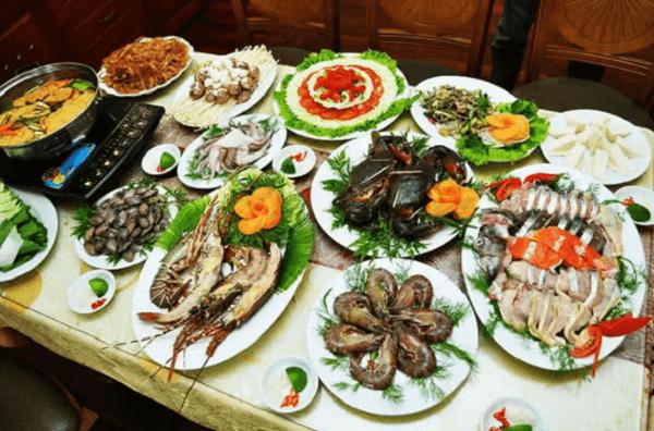 Tại đây có nhiều món ăn hải sản tươi ngon cho bạn thưởng thức (Ảnh sưu tầm)