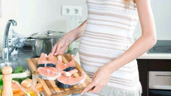 Cá tươi – bà bầu nên ăn gì trong 3 tháng đầu
