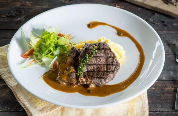 Cách làm nước sốt bò bít tết tiêu đen cay nồng