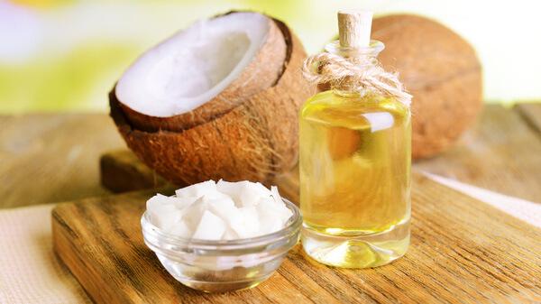 Thoa dầu dừa lên mặt có tác dụng gì, có nên bôi dầu dừa lên mặt để qua đêm?