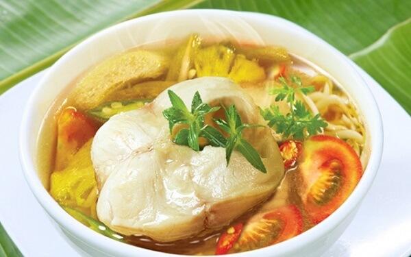 Canh cá lóc nấu chua thưởng thức với cơm nóng khiến ăn hoài không chán