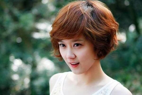Các kiểu tóc ngắn ngang vai mái thưa Hàn Quốc phù hợp khuôn mặt tròn, mặt dài