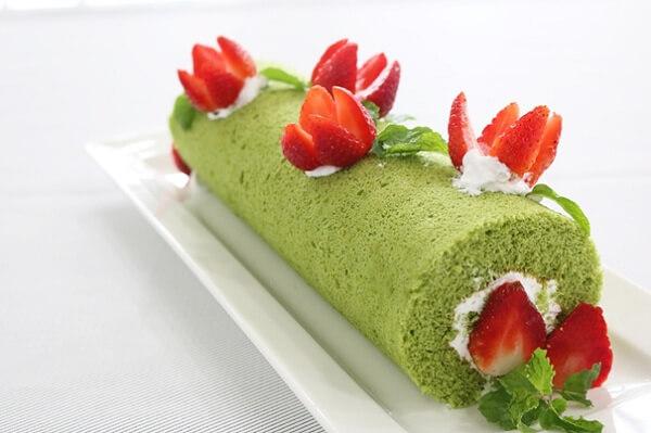 Roll cake – bánh bông lan cuộn kem tươi