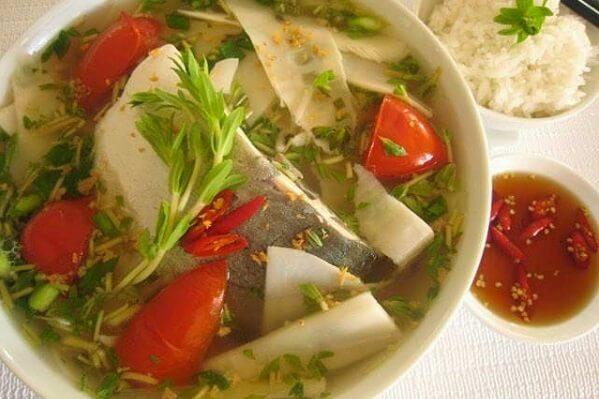 Canh cá nấu măng chua ngọt ngọt, chua chua kích thích vị giác