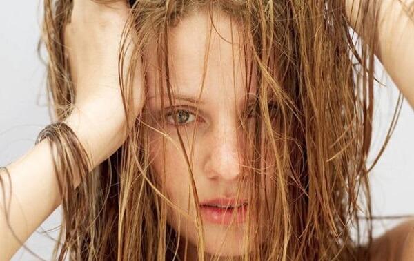 Phương pháp và liệu trình khắc phục tóc hư tổn nặng tại nhà