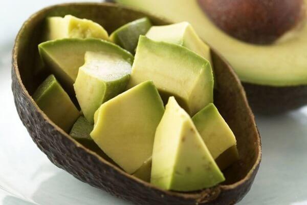 Bơ giàu omega-3, chất xơ và nhiều vitamin khoáng chất có lợi cho sự phát triển trí não của trẻ