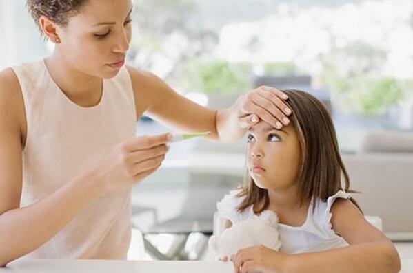 Cách hạ sốt nhanh nhất cho trẻ không cần dùng thuốc đơn giản tại nhà