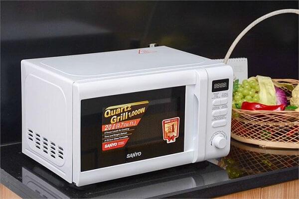 Lò vi sóng Sanyo EM-G2882W có chức năng nướng