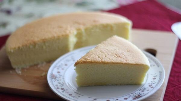 Cách thực hiện làm bánh bông lan bằng bột mì đơn giản