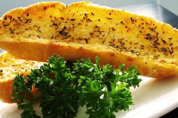 Bật mí cách làm bánh mì bơ tỏi không cần lò nướng đơn giản mà ngon hết xẩy.