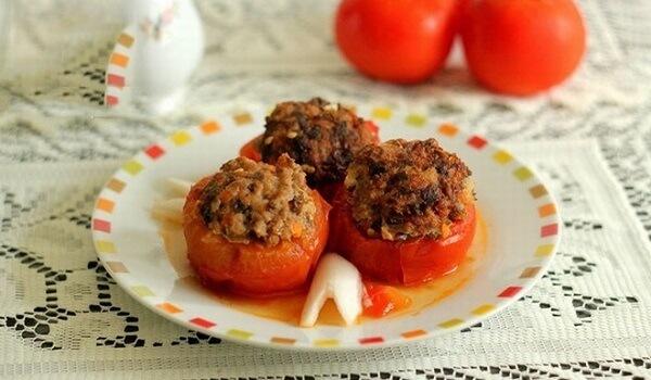 Cà chua nhồi thịt là món ăn hấp dẫn bổ sung nhiều chất dinh dưỡng.