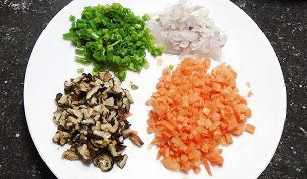 Sơ chế cẩn thận các nguyên liệu trước khi làm món ăn.