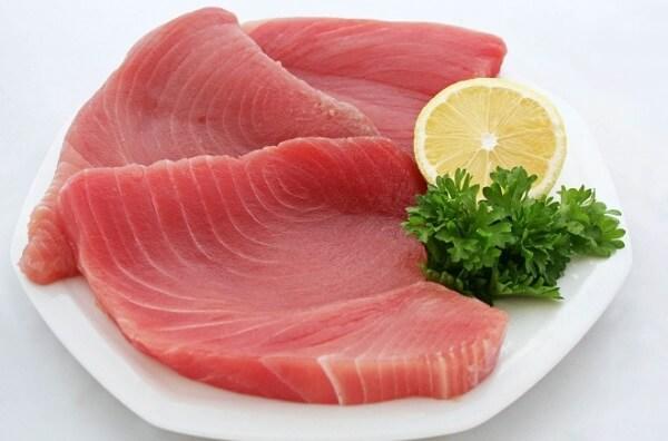 Phần thịt cá ngừ tươi ngon cho món chà bông tuyệt vời.