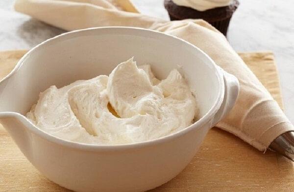 Cách làm kem bơ từ lòng trắng trứng siêu đơn giản tại nhà