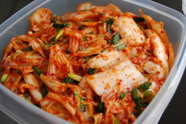 Kim chi được xem là biểu tượng ẩm thực đặc trưng mỗi khi nhắc đến đất nước Hàn Quốc