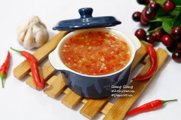 Bí quyết làm nước chấm chua ngọt siêu ngon thơm nứt mũi