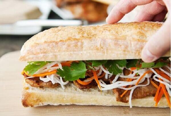 Bánh mì được người Pháp đưa vào Đông Dương và xuất hiện ở Việt Nam từ những năm 1880