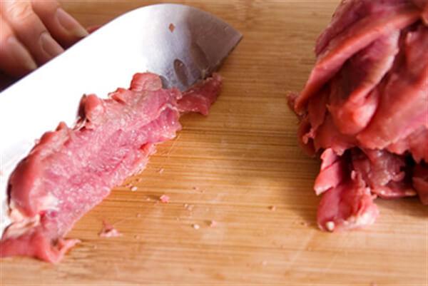 Thái nhỏ thịt xiên - cách làm thịt xiên nướng ngon