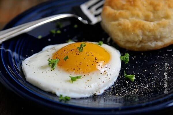Hướng dẫn cách làm món trứng ốp la bằng tiếng anh ngon tuyệt