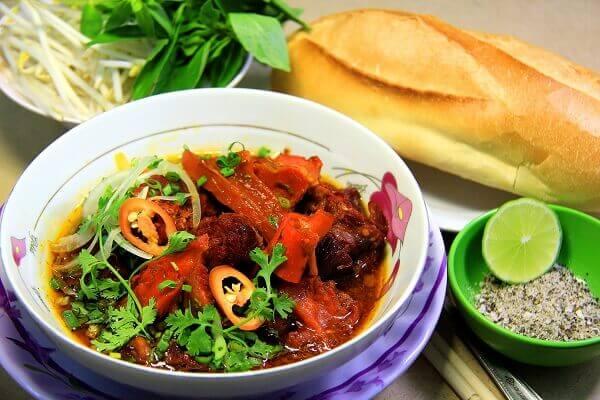 Bò kho thơm ngon dễ dàng kết hợp với các món bún, cơm nóng hay đặc biết là bánh mì