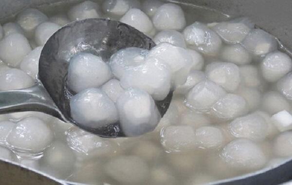Hạt trân trâu ngâm qua nước khoảng 2 phút rồi cho vào nồi luộc