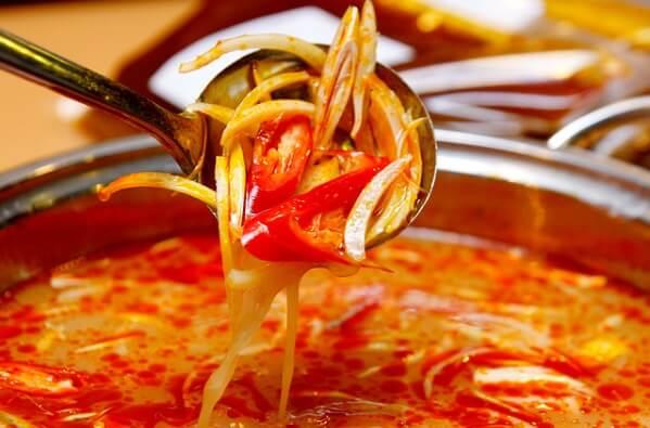 Cách nấu lẩu Thái cốt dừa