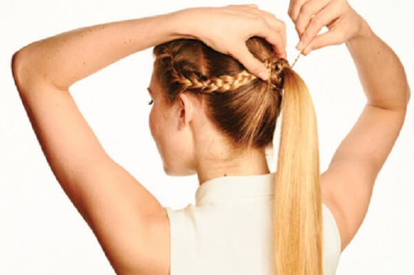 Tết tóc mái đuôi ngựa nữ tính, dịu dàng.