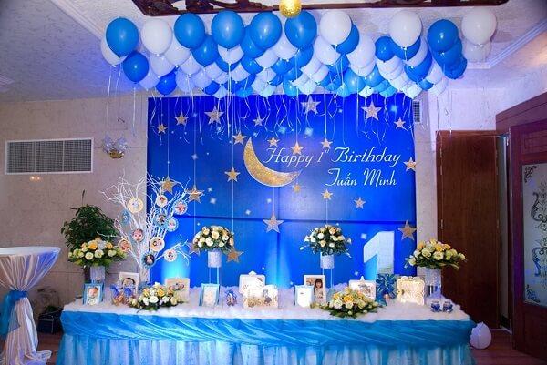 Chủ đề trăng sao tông màu xanh đậm được rất nhiều mẹ yêu thích
