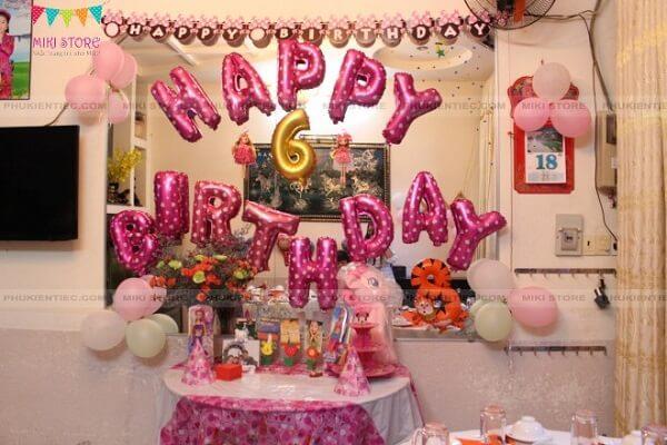 Tự trang trí sinh nhật cho con gái lấy tông màu hồng làm chủ đạo