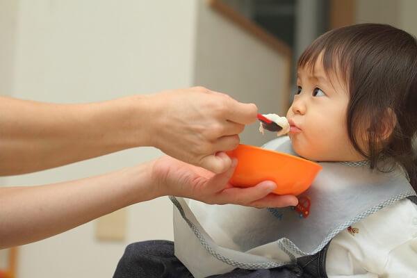 Cho bé ăn theo nhu cầu chính là mấu chốt của phương pháp ăn dặm kiểu Nhật