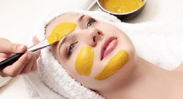 Đắp mặt nạ chứa tinh bột nghệ rất tốt cho da
