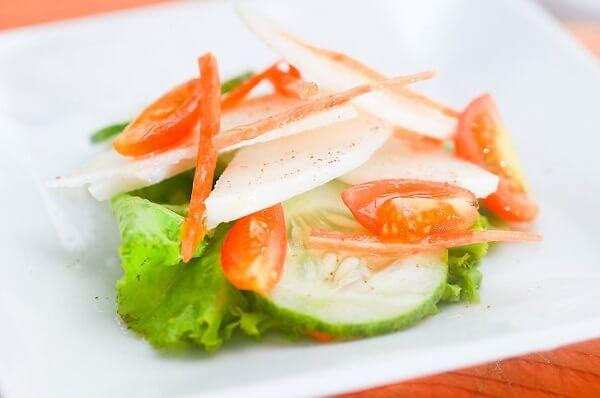 Thêm củ đậu vào phần salad của bạn.
