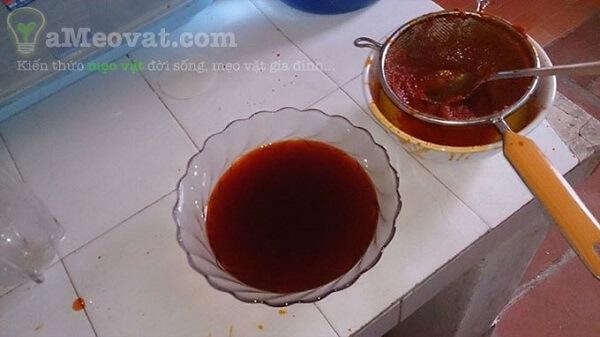 Chi tiết cách nấu dầu gấc nguyên chất – Lọc dầu gấc sau khi đun
