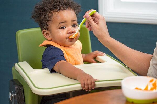 Cho bé ăn dặm với khoai lang là lựa chọn tuyệt vời lúc mới ăn dặm