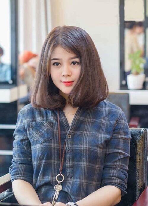 Phần tóc mái để chéo theo tỷ lệ 4:6 hay 3:7