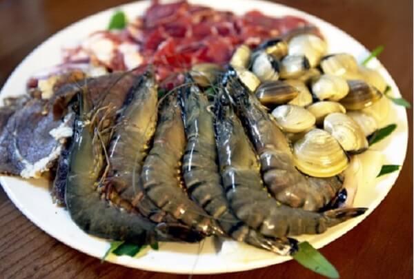 Cách nấu lẩu thập cẩm – Các loại hải sản ăn chung với lẩu