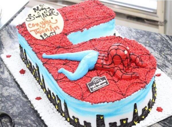 Bánh sinh nhật hình spiderman